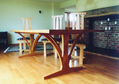 Curved brace dining table